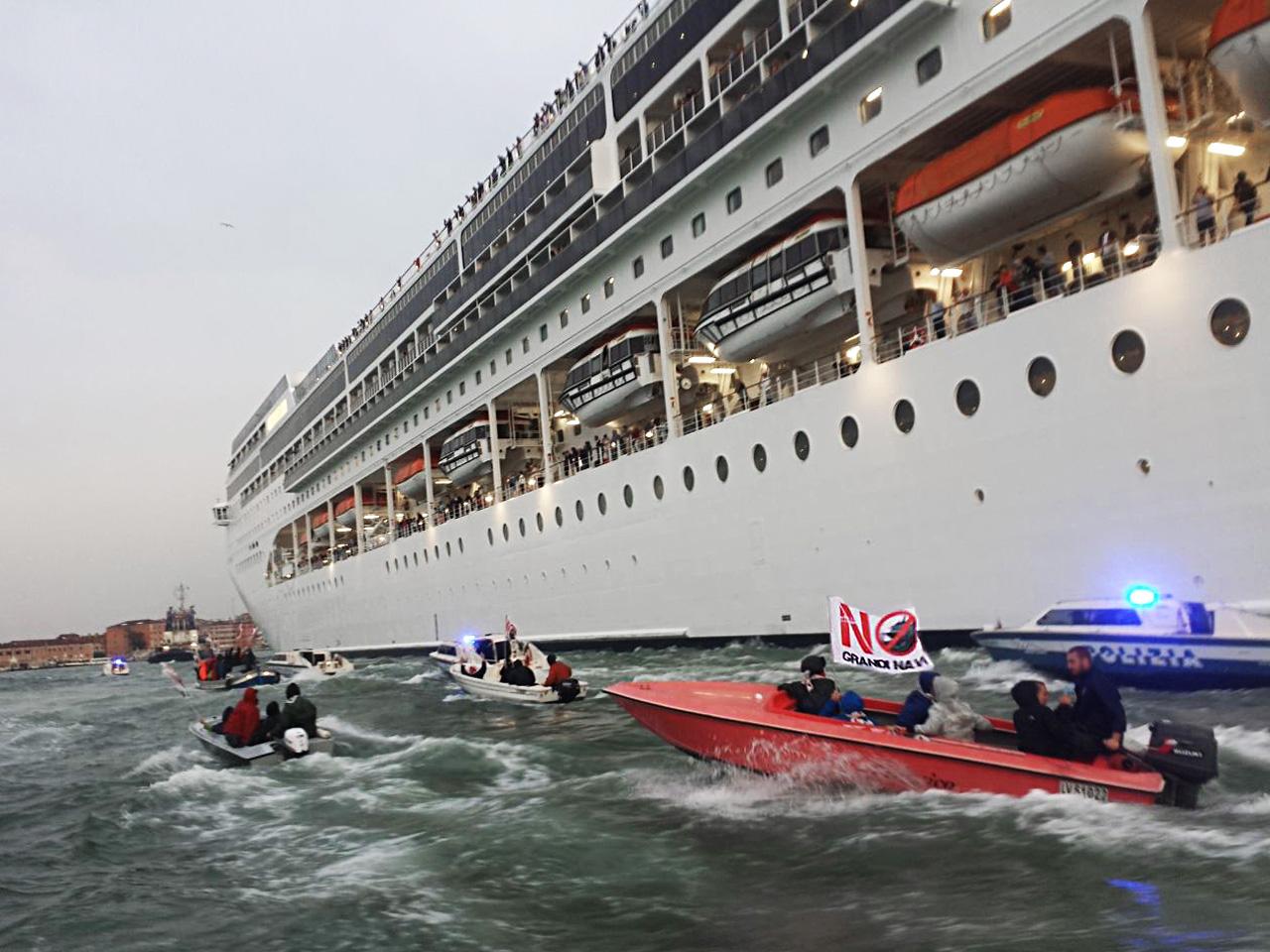 Ein Kreuzfahrtschiff oder 14.000 Autos
